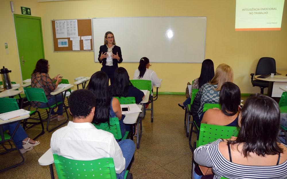Empregados Da Emater Ro Participam De Treinamento