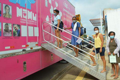 Mulheres rurais orientadas pela Emater-RO fazem exames preventivos na carreta do Hospital do Amor